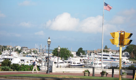 Promenade along the Hyannis Inner Harbor