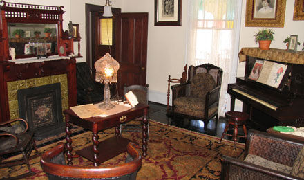 Thomas Wolfe Memorial, Parlor
